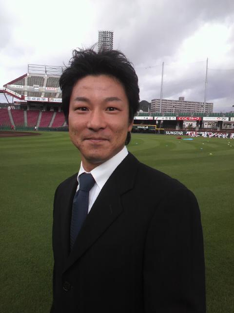 青木コーチ。